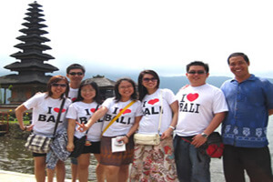 Licensed Bali Driver Tour Guide : Nengah Polos